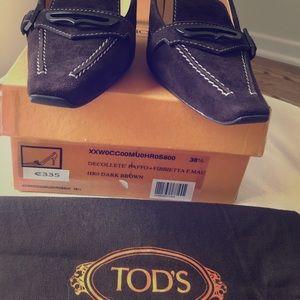 Suede Tod's brown heel